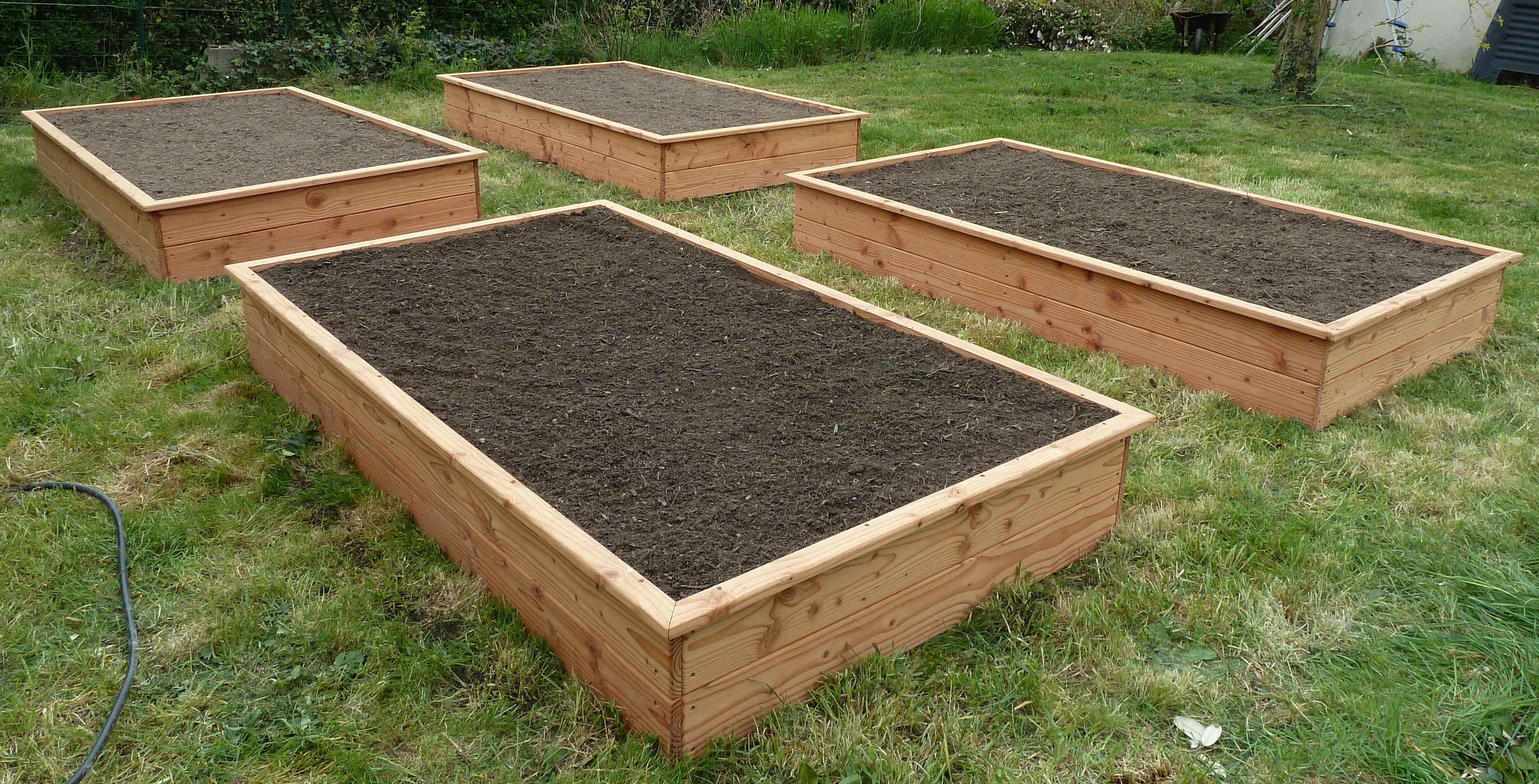 Carr potager 210x120x30 en pin douglas o 39 bio potager for Cendre de bois jardin
