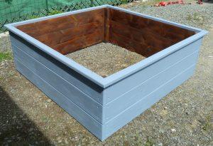 Potager en carré 120x120x45 en Douglas coloré et goudron de pin